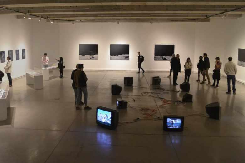 Fotografía exhibición 'Huellas en el polvo' MAC Parque Forestal (1).jpg